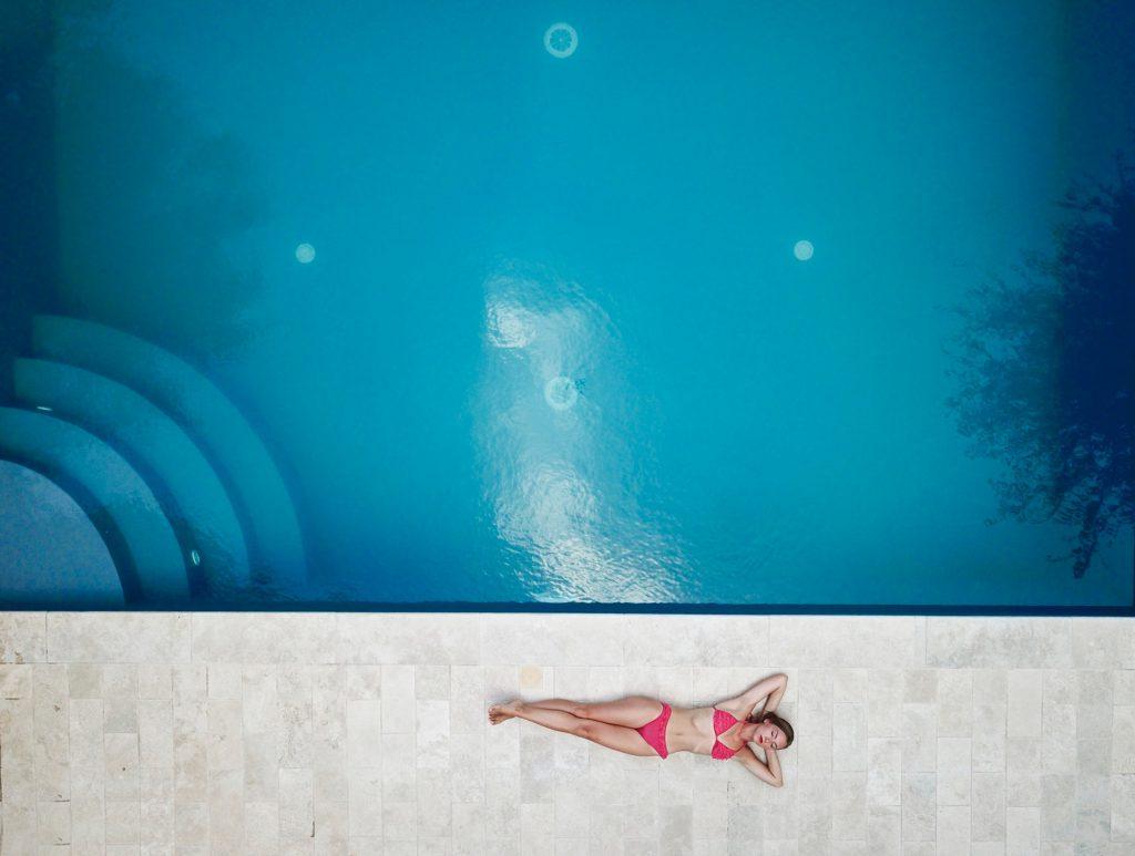 zwembad laten plaatsen