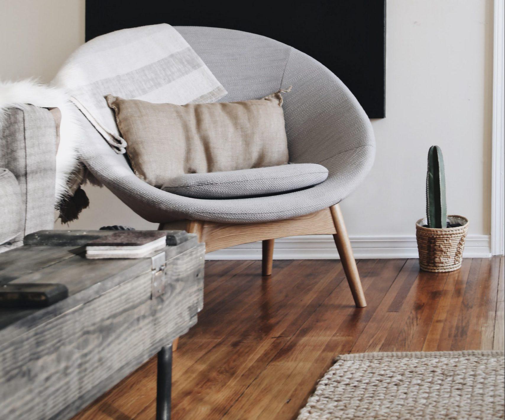 grijze huiskamer meubels
